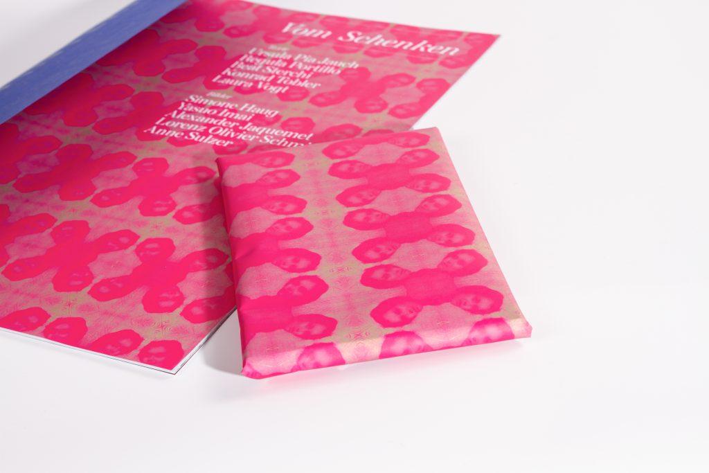 Interim Heft: Seiten sind als Geschenkpapier wiederverwendbar