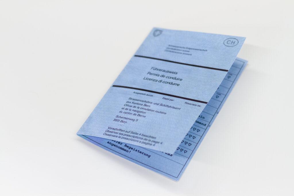 Tanner Druck AG, Geburtskarte als Fahrzeugausweis gestaltet